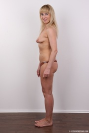 sporty bootylicious blonde milf