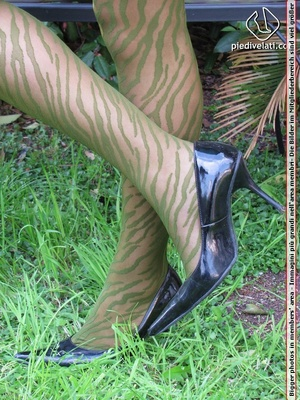 Young seductress in green dress, pantyhose and black shoes shows feet outdoors - XXXonXXX - Pic 12