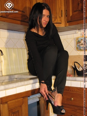 Sweet looking babe in black shows off naked charming feet in the kitchen - XXXonXXX - Pic 3