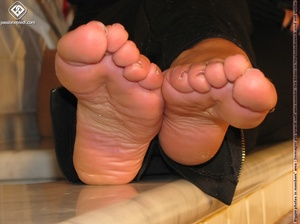 Sweet looking babe in black shows off naked charming feet in the kitchen - XXXonXXX - Pic 8