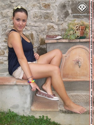 Trollop takes off her sneakers to reveal her bare feet outdoors. - XXXonXXX - Pic 1