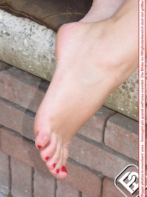 Knockout tart in flip flops displaying her yummy feet with red toe nails. - XXXonXXX - Pic 7