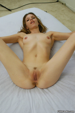 Virginal stunner has sex on her mind posing in a large white bed showing off her precious pussy. - XXXonXXX - Pic 6
