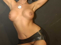 Luscious brunette with fine tits and hot body - XXXonXXX - Pic 2