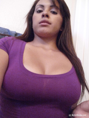 Big-breasted brunette pulls up purple top in a series of scintillating selfies. - XXXonXXX - Pic 2