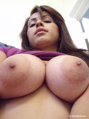 Big-breasted brunette pulls up purple top in a series of scintillating selfies. - XXXonXXX - Pic 9