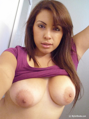 Big-breasted brunette pulls up purple top in a series of scintillating selfies. - XXXonXXX - Pic 11