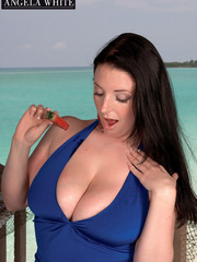 Fat chick drinking punch then licks a slice of - Picture 8