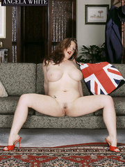 Gorgeous fattie peels off her british flag dress and - Picture 1