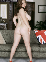 Gorgeous fattie peels off her british flag dress and - Picture 12