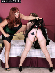 Fat chick wearing black and pink corset, black skirt and - Picture 8