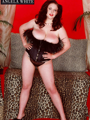 Smoking hot chick with furry brown corset and thong - Picture 2