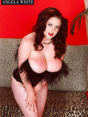 Smoking hot chick with furry brown corset and thong - Picture 3