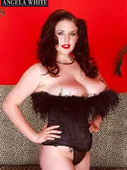 Smoking hot chick with furry brown corset and thong - Picture 4