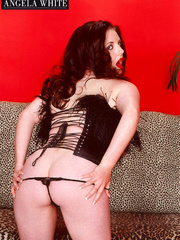 Smoking hot chick with furry brown corset and thong - Picture 5