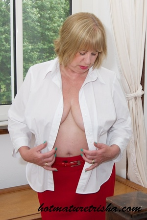 Old blonde chick takes off her white blouse then bares her mature breasts before she strips down her red skirt and displays her huge butt wearing her red high heels by the window. - XXXonXXX - Pic 8