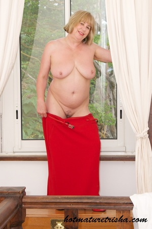 Old blonde chick takes off her white blouse then bares her mature breasts before she strips down her red skirt and displays her huge butt wearing her red high heels by the window. - XXXonXXX - Pic 13