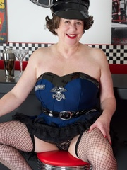 Hot granny wearing black hat, blue and black - XXXonXXX - Pic 4