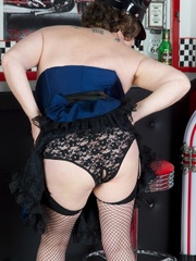 Hot granny wearing black hat, blue and black - XXXonXXX - Pic 8