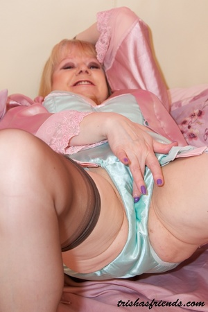 Mature MILF opens her pink robe then rubs her pussy wearing her turquoise lingerie, high heels and black stockings before she expose her big breasts on a pink bed. - XXXonXXX - Pic 6