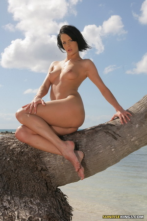 Heavenly chiquita posing on a coconut tree at the beach. - XXXonXXX - Pic 10