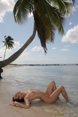 Heavenly chiquita posing on a coconut tree at the beach. - XXXonXXX - Pic 11