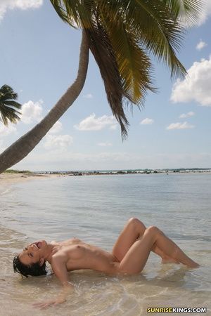Heavenly chiquita posing on a coconut tree at the beach. - XXXonXXX - Pic 12