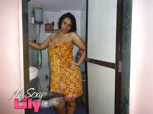 Indian chick teasing as she displays her hot cleavage and legs after taking a shower as she pose wrapped in red and yellow checkered towel. - XXXonXXX - Pic 2