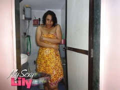 Indian chick teasing as she displays her hot - XXXonXXX - Pic 5