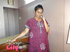 Foxy Indian babe posing in her pink, blue and - XXXonXXX - Pic 1