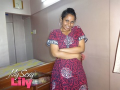 Foxy Indian babe posing in her pink, blue and - XXXonXXX - Pic 4