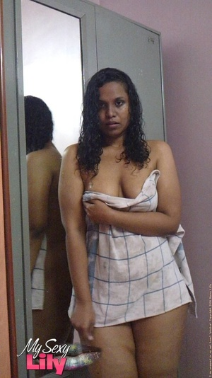 Indian hottie fresh from the shower takes off her blue and white checkered towel and bares her chubby body with soggy boobs and juicy big booty. - XXXonXXX - Pic 1