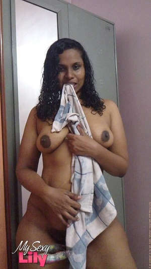 Indian hottie fresh from the shower takes off her blue and white checkered towel and bares her chubby body with soggy boobs and juicy big booty. - XXXonXXX - Pic 10