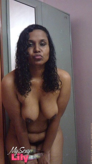 Indian hottie fresh from the shower takes off her blue and white checkered towel and bares her chubby body with soggy boobs and juicy big booty. - XXXonXXX - Pic 12
