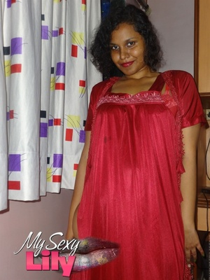 Luscious Indian babe expose her big breasts with big brown nipples while posing in her silky red nighty. - XXXonXXX - Pic 2