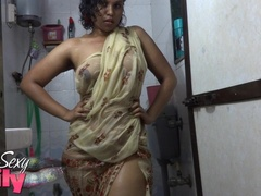 Indian hottie wraps herself with her white and - XXXonXXX - Pic 3