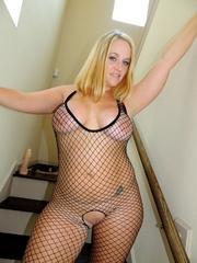 stunning babe reveals lusty