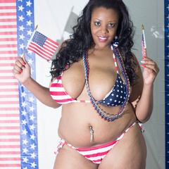 Big fat black babe displays her big body in American - Picture 1