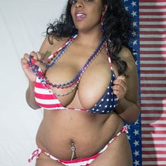 Big fat black babe displays her big body in American - Picture 3