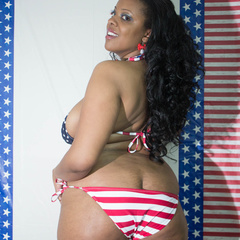Big fat black babe displays her big body in American - Picture 5