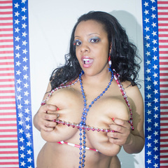 Big fat black babe displays her big body in American - Picture 9