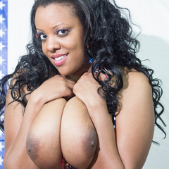 Big fat black babe displays her big body in American - Picture 10