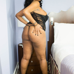Luscious ebony teasing as she pose in her black lingerie - Picture 5