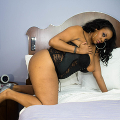 Luscious ebony teasing as she pose in her black lingerie - Picture 6
