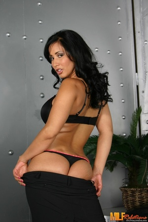 Foxy MILF with banging body strips off h - XXX Dessert - Picture 1