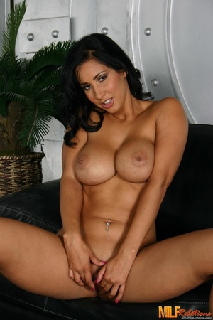 Foxy MILF with banging body strips off h - XXX Dessert - Picture 5