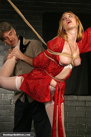 Beautiful lady in red loves some kinky b - XXX Dessert - Picture 5
