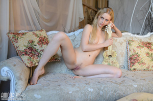 Cute blonde chick plays her guitar totally naked - XXXonXXX - Pic 4