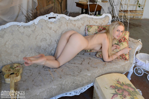Cute blonde chick plays her guitar totally naked - XXXonXXX - Pic 15