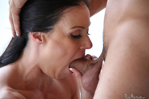 Raven haired gal with a trimmed twat get - XXX Dessert - Picture 3